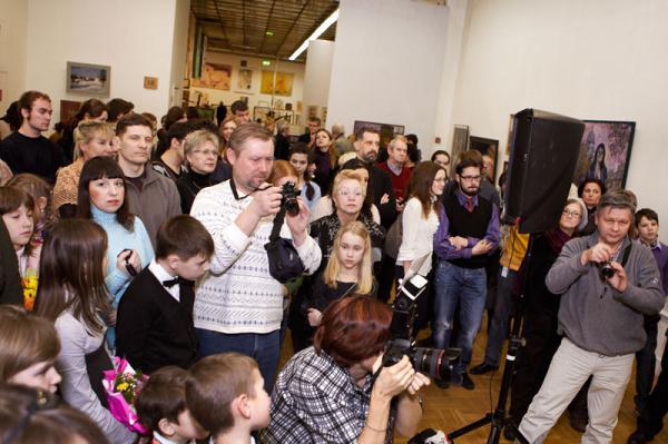 Ксения Баранова. Участники и гости на открытии выставки.